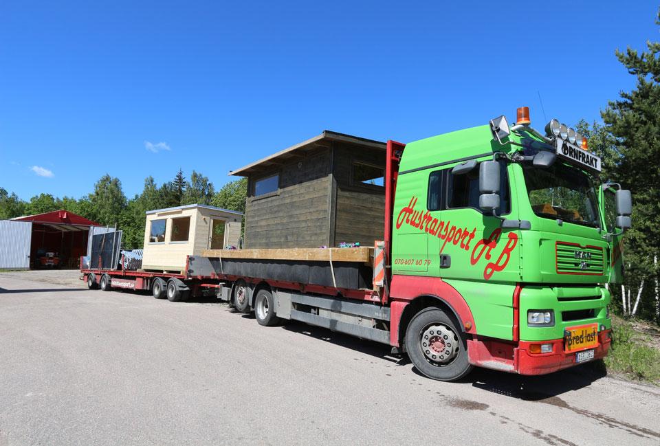 Bastustuga och bastuflotte som ska till Umeå och Gävle