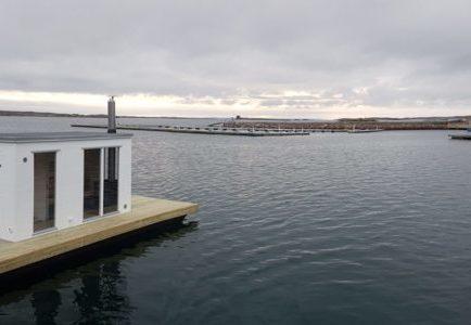Bastuflotte Wilgot med helglasade fönster