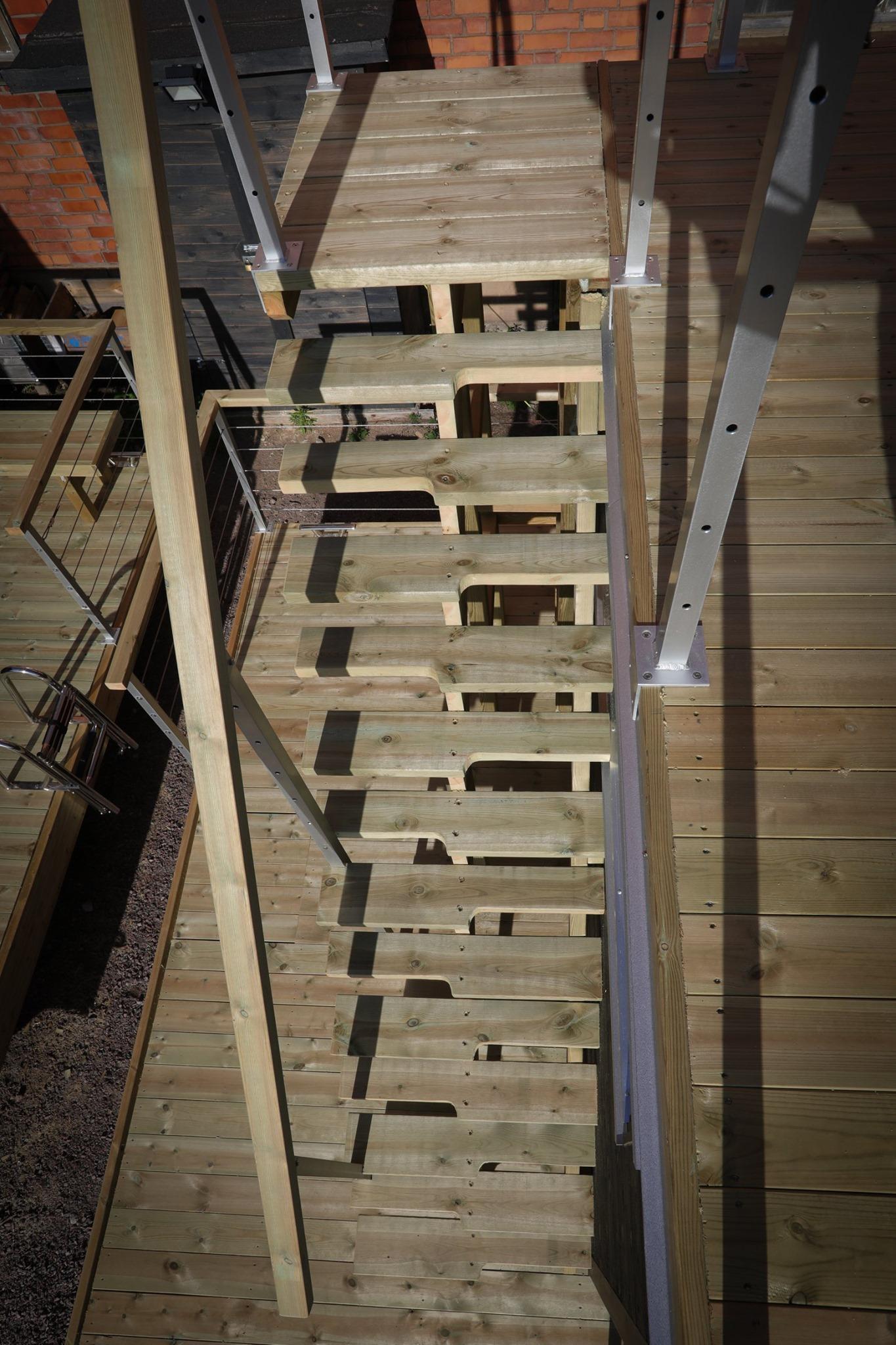 Trappan till takterrassen på bastubåten sedd från ovan - Marinbastun