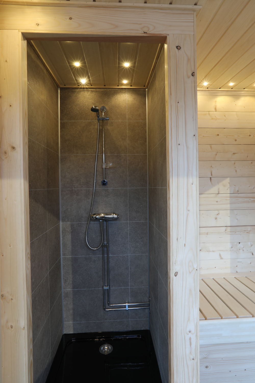 Batuflotte med duschrum – Marinbastun