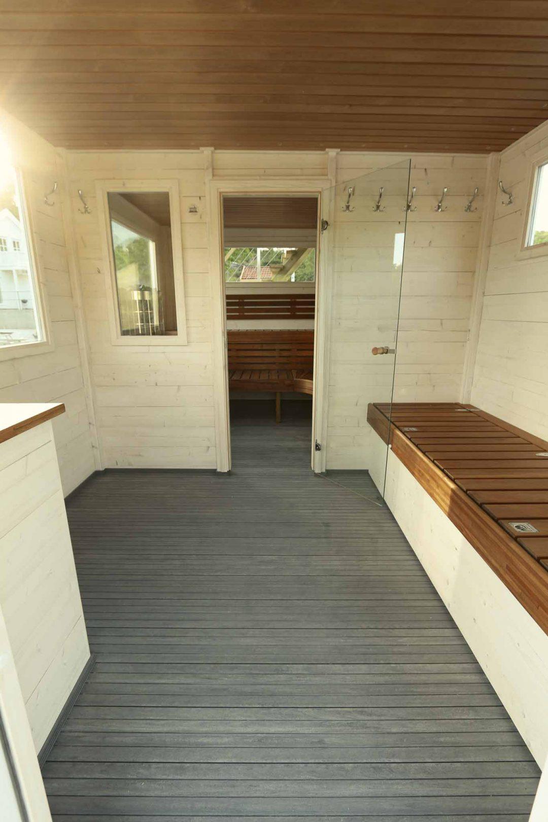 Omklädningsrummet i bastuflotten Frank XL