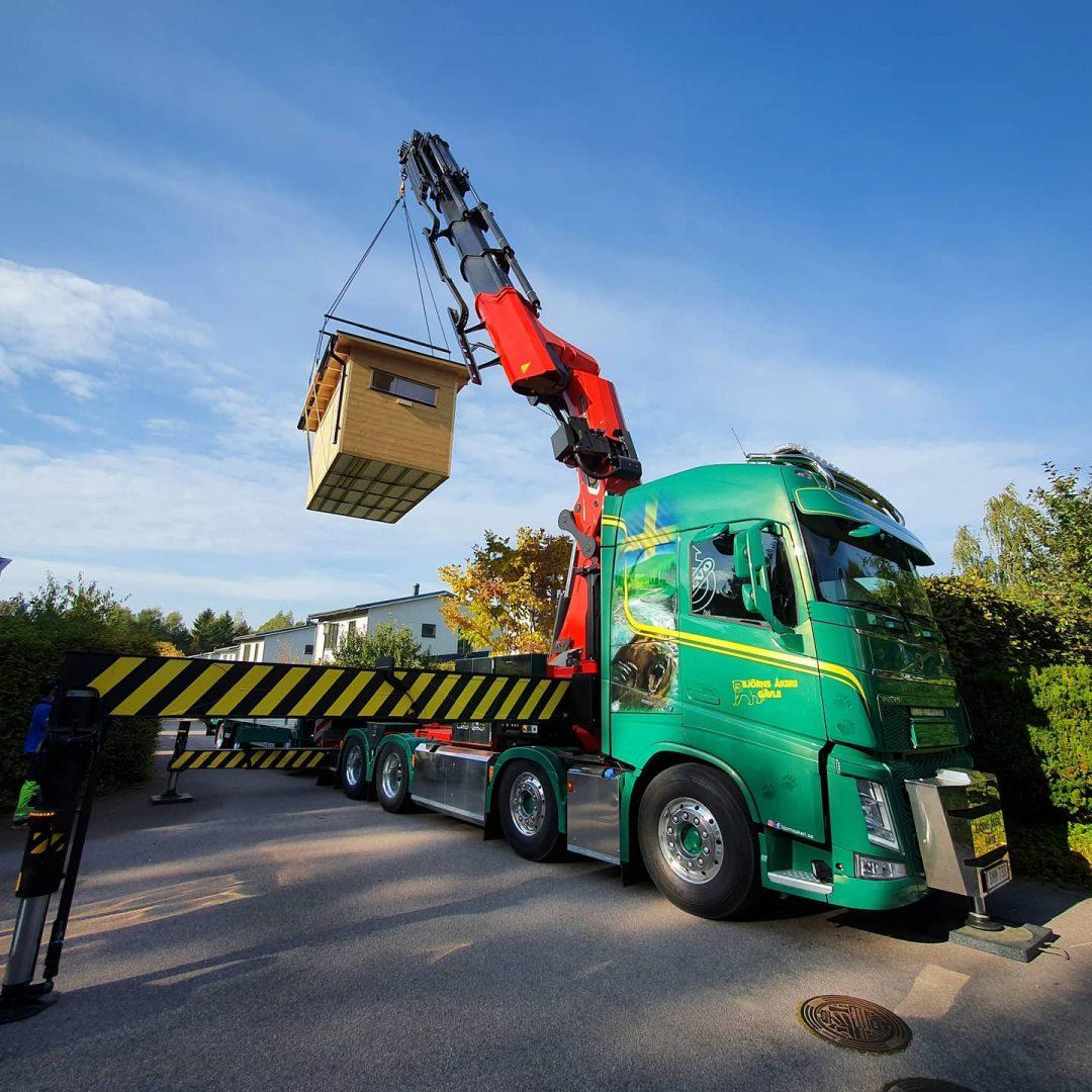 Bastu till trädgården lyft med lastbil