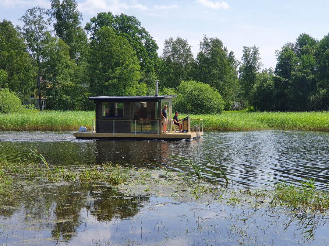 Bastuflotte på sjön