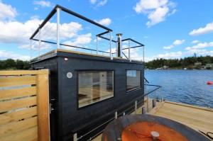 Snygg bastuflotte med takterrass levererad till Stocksund