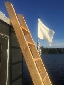 Stege och flagga Ernst